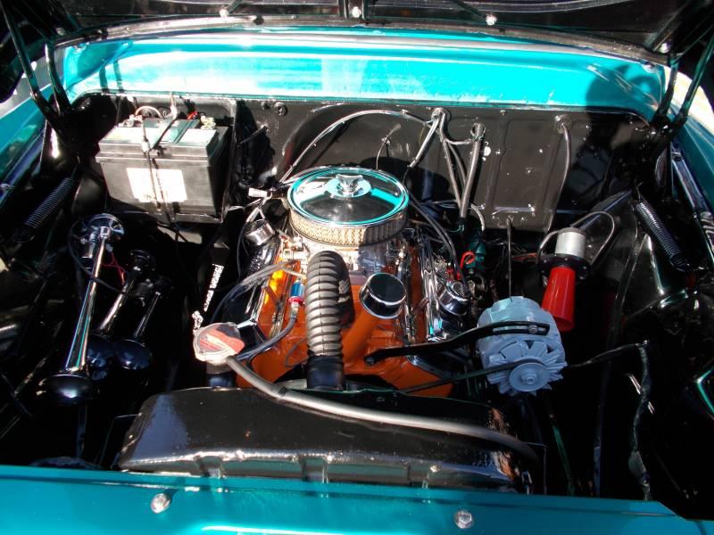 Chevymotor008.JPG
