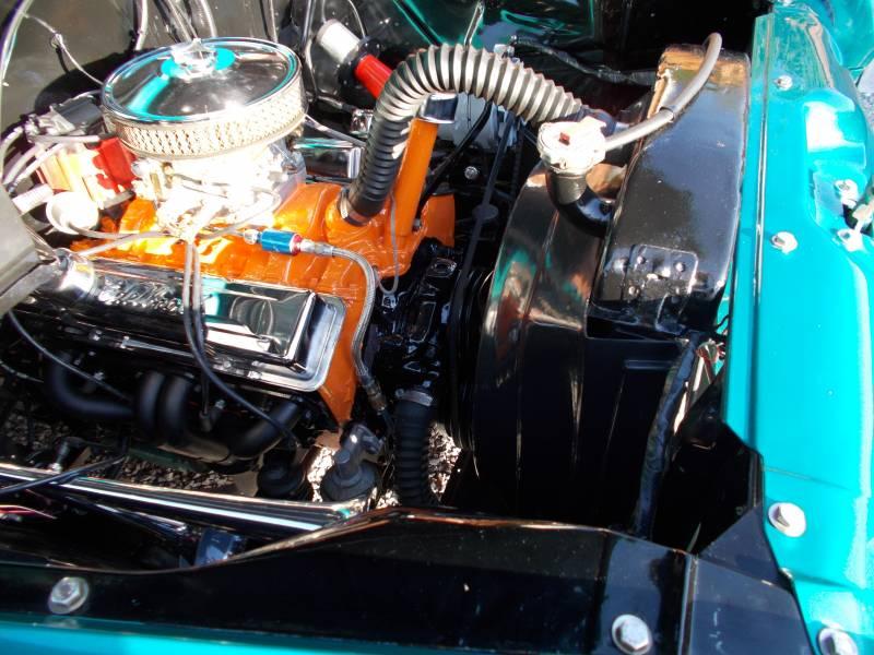 Chevymotor010.JPG