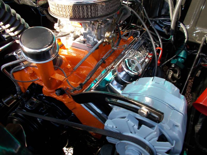 Chevymotor014.JPG